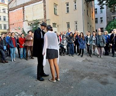 Poetický atentát na Janáčkově ulici